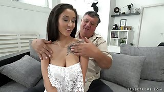 Old sugar daddy enjoys fucking lovely brunette babe approximately yummy boobies Darcia Lee