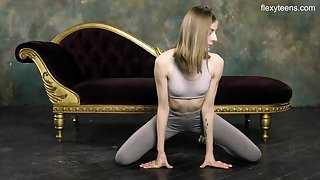 Russian gymnast Klara Lookova shows off yummy pussy increased by does the splits